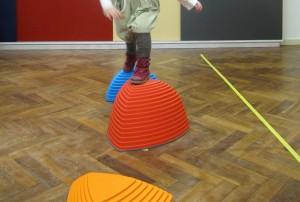 Evenwichtsoefeningen kinderfysiotherapie Barel- van Zee
